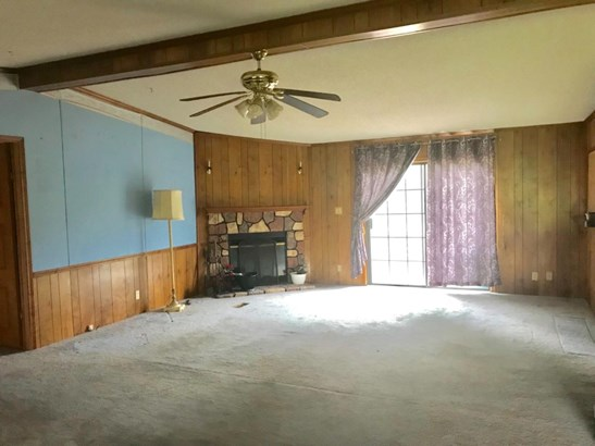Single Family Residence, Traditional - Lewis Twp, OH (photo 4)
