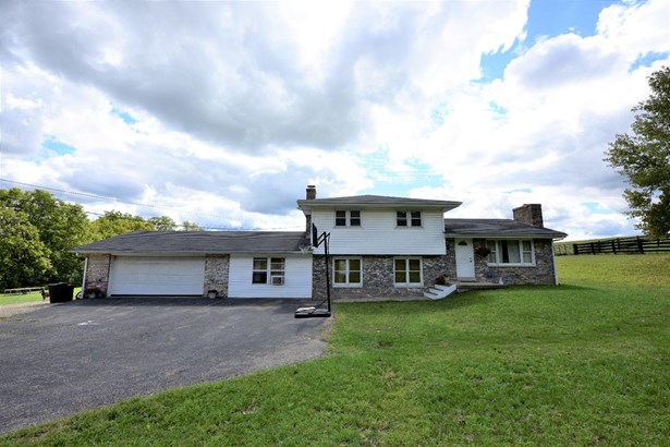 Transitional, Single Family Residence - Ross Twp, OH (photo 1)