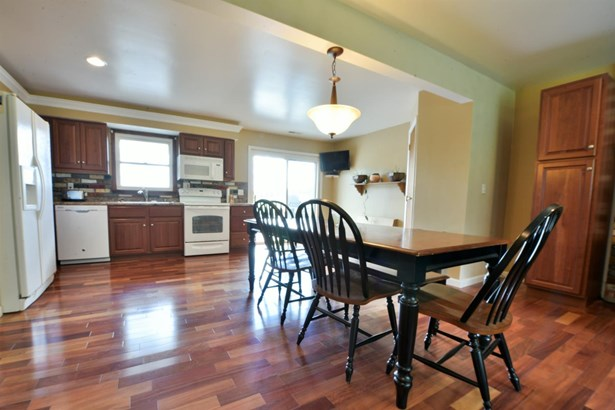Transitional, Single Family Residence - Ross Twp, OH (photo 2)