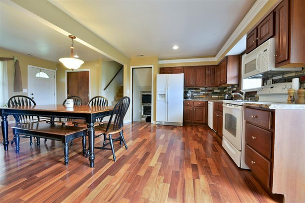 Transitional, Single Family Residence - Ross Twp, OH (photo 3)