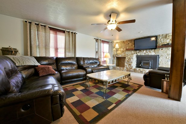 Transitional, Single Family Residence - Ross Twp, OH (photo 4)