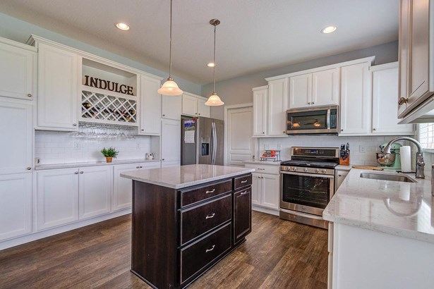 Transitional, Single Family Residence - Harrison, OH (photo 3)