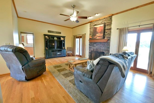 Single Family Residence, Traditional,Cape Cod - Morgan Twp, OH (photo 4)