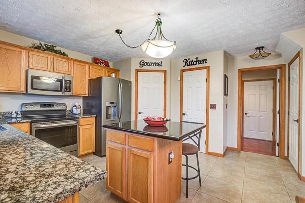 Single Family Residence, Traditional - Hanover Twp, OH (photo 3)