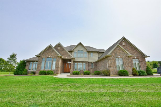 Single Family Residence, Traditional - Ross Twp, OH (photo 2)