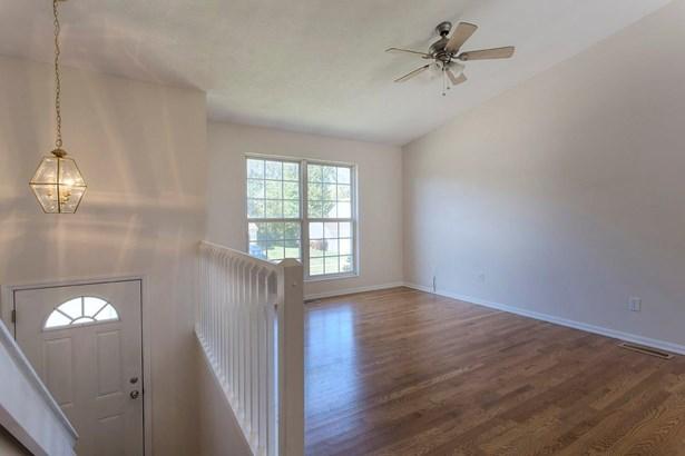 Transitional, Single Family Residence - Bethel, OH (photo 2)