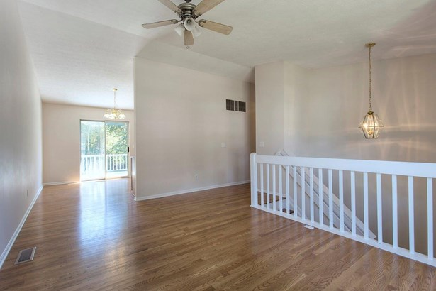 Transitional, Single Family Residence - Bethel, OH (photo 4)
