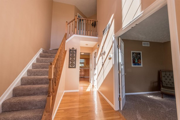 Transitional, Single Family Residence - Forest Park, OH (photo 3)