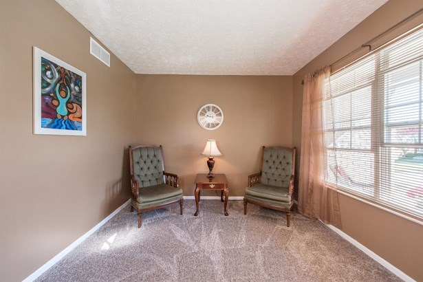 Transitional, Single Family Residence - Forest Park, OH (photo 4)