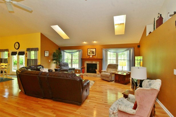Single Family Residence, Traditional - Mt Orab, OH (photo 5)