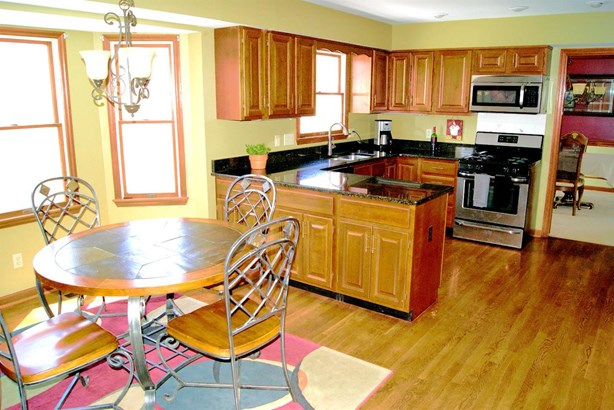 Transitional, Single Family Residence - Sycamore Twp, OH (photo 4)