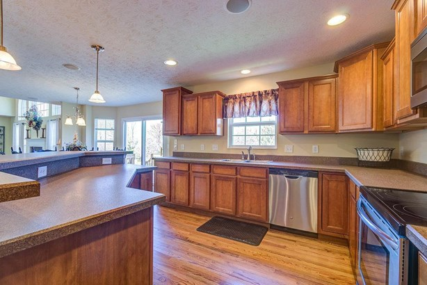 Single Family Residence, Traditional - Ross Twp, OH (photo 4)
