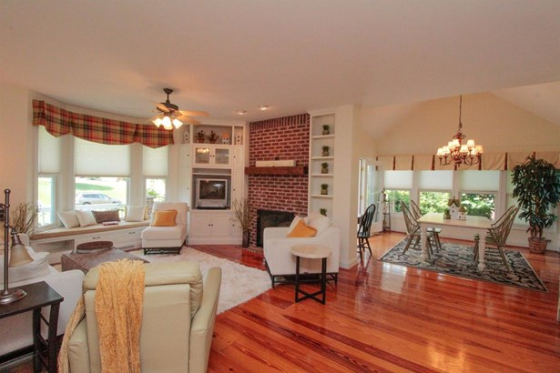 Single Family Residence, Traditional - Pierce Twp, OH (photo 5)