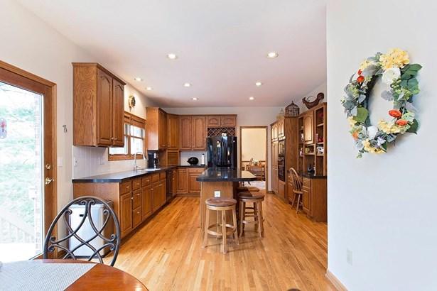 Single Family Residence, Traditional,Tudor - Loveland, OH (photo 4)