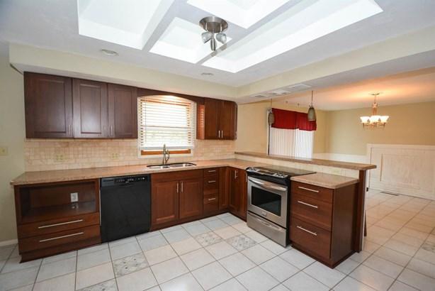 Single Family Residence, Ranch - Springdale, OH (photo 2)