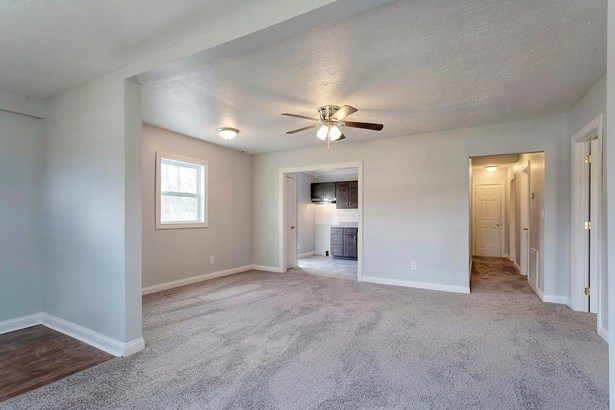 Single Family Residence, Traditional - Monroe Twp, OH (photo 4)