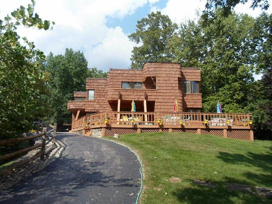 Single Family Residence, Contemporary - Green Twp, OH (photo 1)