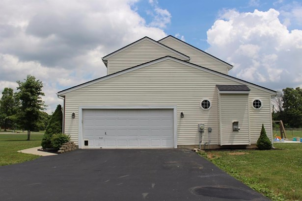 Single Family Residence, Traditional - Harlan Twp, OH (photo 4)