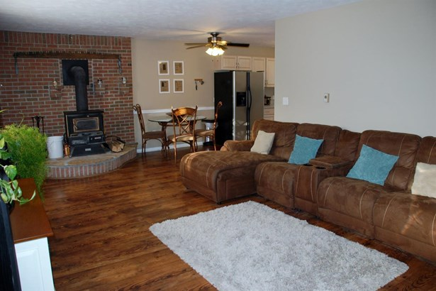 Single Family Residence, Traditional - Perry Twp, OH (photo 3)