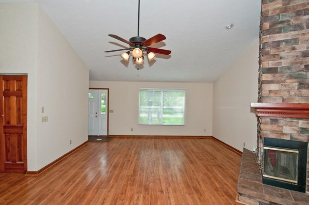 Condominium, Ranch - Green Twp, OH (photo 4)