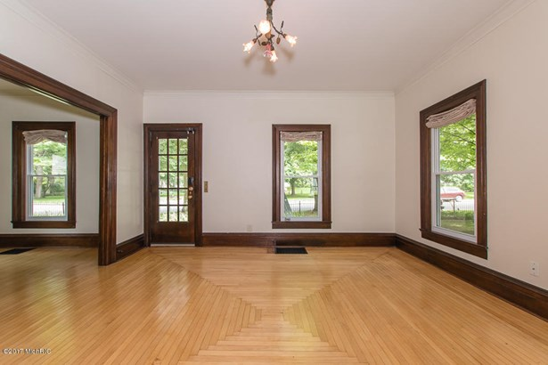Single Family Residence, Traditional - Plainwell, MI (photo 3)