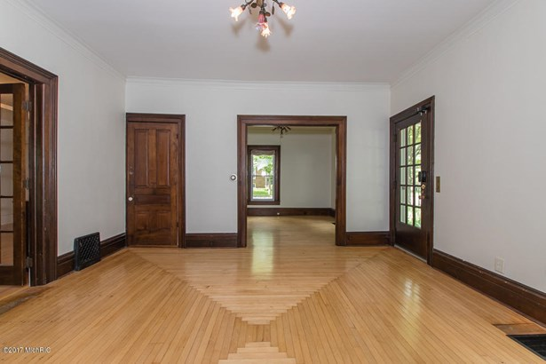 Single Family Residence, Traditional - Plainwell, MI (photo 4)
