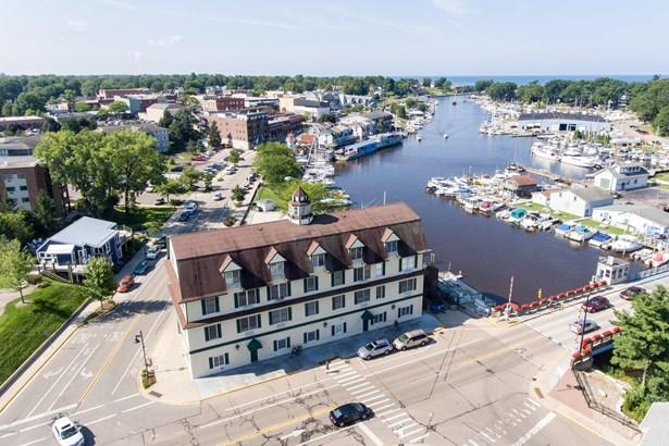 Condominium, Colonial - South Haven, MI