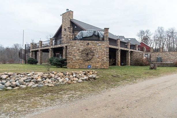 Single Family Residence, Contemporary - Battle Creek, MI (photo 5)