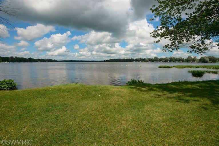 Single Family Residence, Traditional - Three Rivers, MI (photo 2)