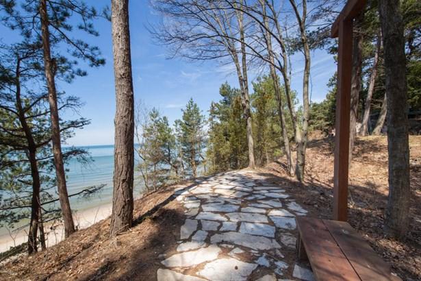 Cabin/Cottage, Single Family Residence - Covert, MI (photo 2)
