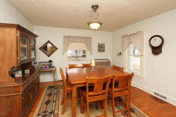 Single Family Residence, Traditional - Plainwell, MI (photo 4)