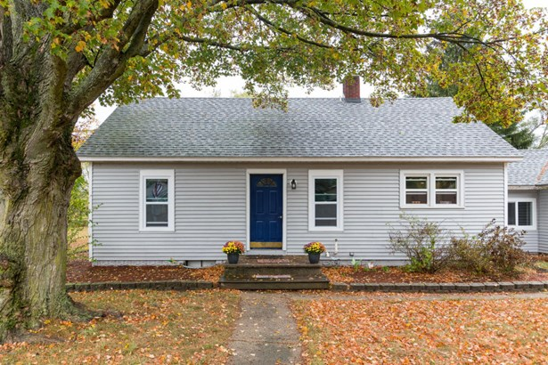 Cape Cod, Single Family Residence - Vicksburg, MI (photo 1)
