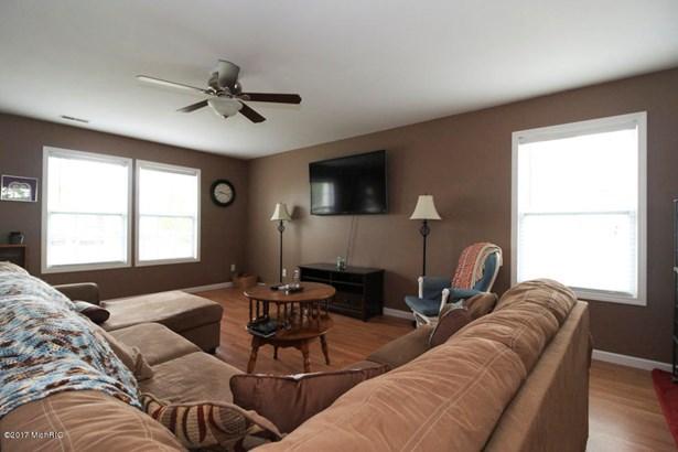 Single Family Residence, Traditional - Vicksburg, MI (photo 2)