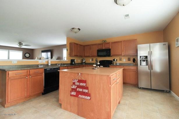 Single Family Residence, Traditional - Vicksburg, MI (photo 3)