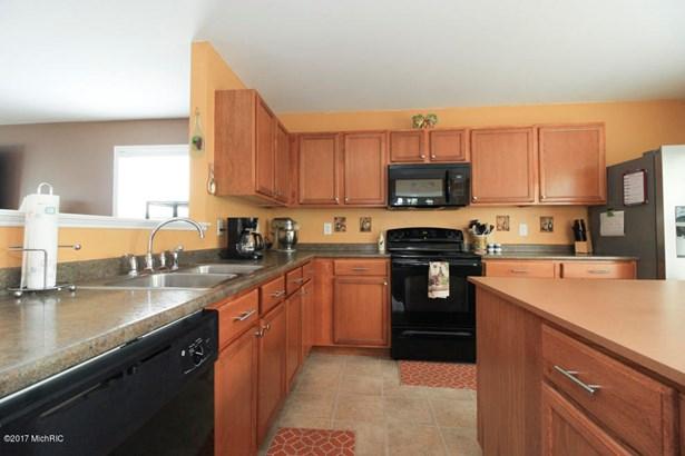 Single Family Residence, Traditional - Vicksburg, MI (photo 4)