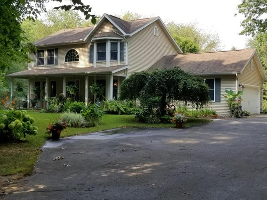 Single Family Residence, Traditional - Battle Creek, MI (photo 2)