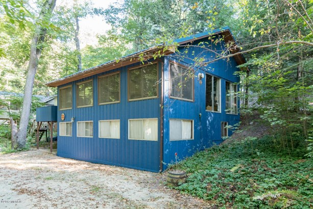 Cabin/Cottage, Single Family Residence - Covert, MI (photo 2)