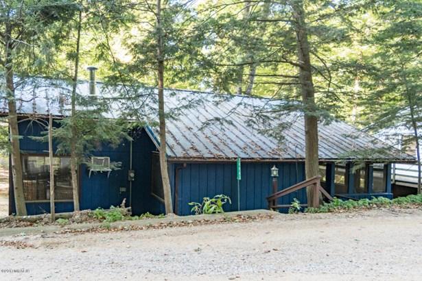 Cabin/Cottage, Single Family Residence - Covert, MI (photo 3)