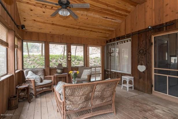 Cabin/Cottage, Single Family Residence - Covert, MI (photo 4)