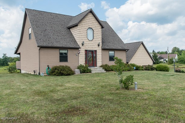 Single Family Residence, Contemporary - Battle Creek, MI (photo 4)