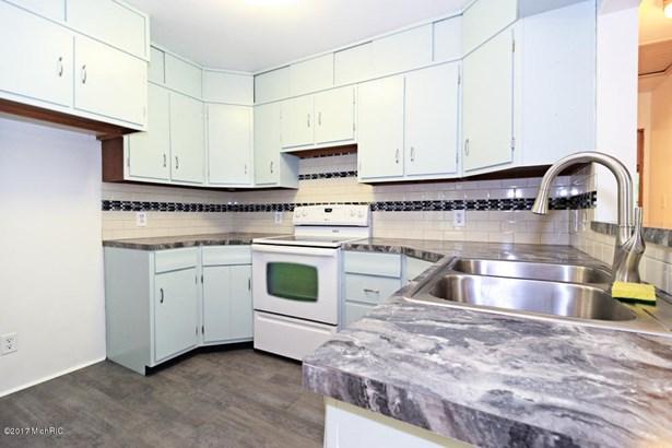 Single Family Residence, Ranch - Paw Paw, MI (photo 5)