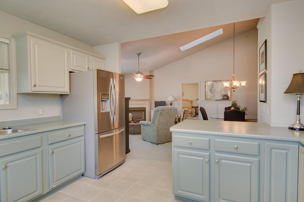 Condominium, Ranch - Kalamazoo, MI (photo 4)
