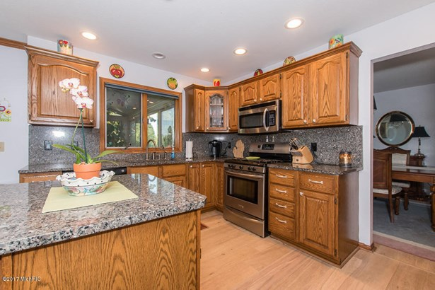 Single Family Residence, Traditional - Battle Creek, MI (photo 3)