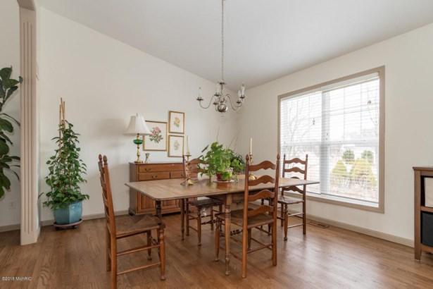 Single Family Residence, Traditional - St. Joseph, MI (photo 3)