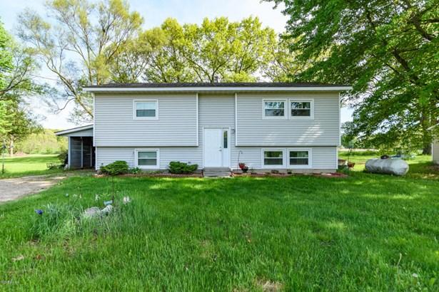 Single Family Residence, Bi-Level - Plainwell, MI (photo 1)