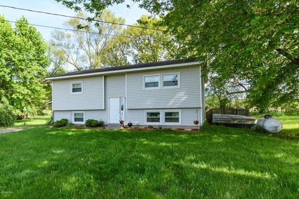 Single Family Residence, Bi-Level - Plainwell, MI (photo 2)