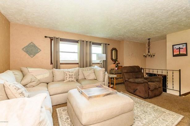 Single Family Residence, Bi-Level - Plainwell, MI (photo 3)