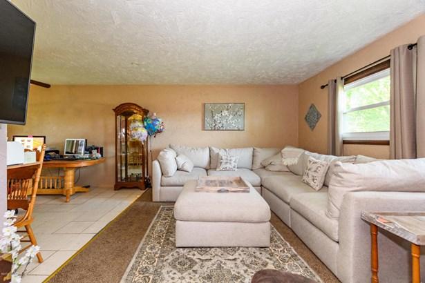 Single Family Residence, Bi-Level - Plainwell, MI (photo 4)
