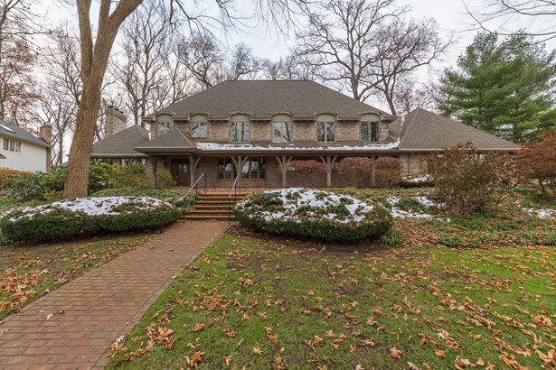 Single Family Residence, Traditional - Portage, MI