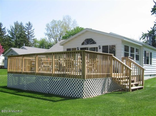 Single Family Residence, Bungalow - Bloomingdale, MI (photo 1)